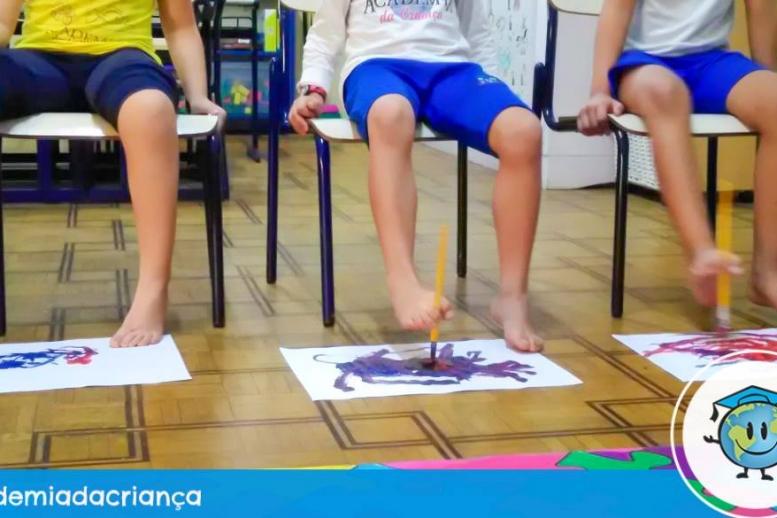 Técnica de pintura com os pés - Infantil V