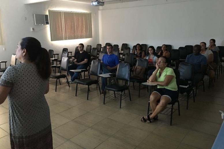 Nosso primeiro encontro da Ciranda Sem Fronteiras foi voltado para os pais da Educação Infantil, com palestras ministradas pelas professoras Denise Menchise e Maria Hermínia. Lembrando que amanhã teremos outro encontro, agora com a Psicologa Alessandra Ma