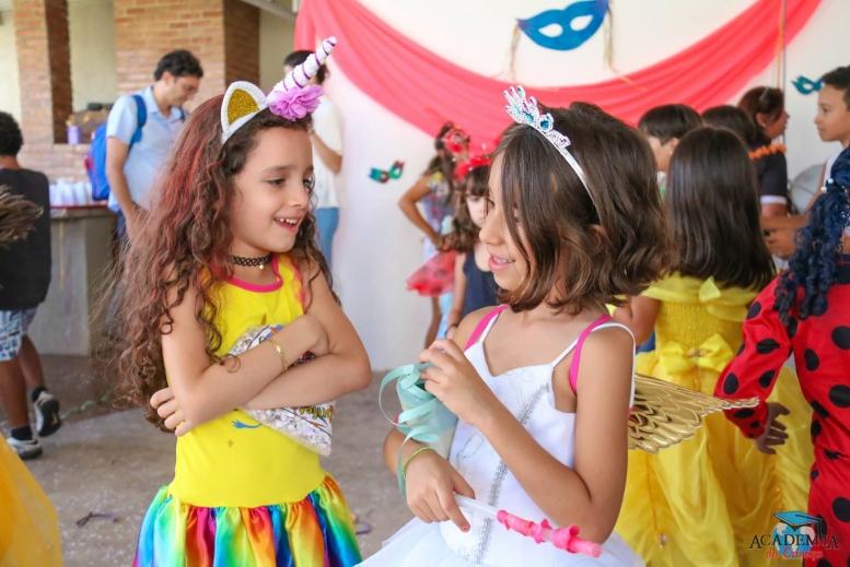 Nosso baile de carnaval foi super divertido!