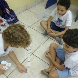 Nos divertimos e aprendemos com o dominó geográfico!