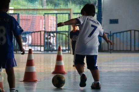 Nós oferecemos aulas de futsal para as crianças da educação infantil e do ensino fundamental! Entre em contato com a gente e confira os dias e horários!