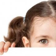 Algumas atitudes que os pais de crianças tímidas devem evitar